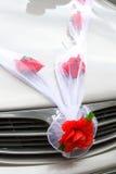 Decoración del coche de la boda Imagenes de archivo