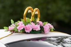Decoración del coche de la boda Foto de archivo