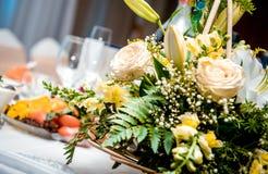 Decoración del día de fiesta con las flores Fotografía de archivo libre de regalías