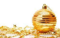Decoración del día de fiesta de la Navidad con el tazón de fuente del oro imagen de archivo