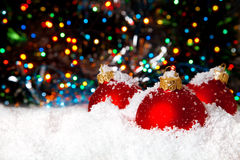 Decoración del día de fiesta de la Navidad con la nieve blanca imagen de archivo libre de regalías