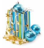 Decoración del día de fiesta de la Navidad con las bolas azules Fotos de archivo libres de regalías