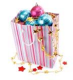 Decoración del día de fiesta de la Navidad con las bolas azules imagen de archivo