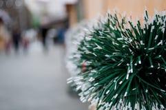 Decoración del día de fiesta de la Navidad en la calle fotografía de archivo