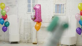 Decoración del día de fiesta del ` s de los niños con los globos metrajes