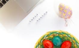 Decoración del escritorio de Pascua Fotografía de archivo