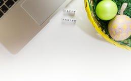Decoración del escritorio de Pascua Fotos de archivo