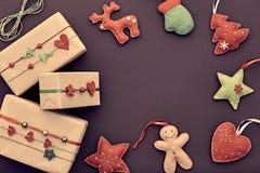 Decoración del fondo de la Navidad Cajas de regalo del diseño Imagen de archivo libre de regalías