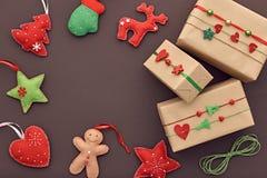 Decoración del fondo del Año Nuevo Cajas de regalo del diseño Foto de archivo libre de regalías