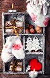 Decoración del invierno con los regalos Fotografía de archivo libre de regalías