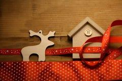 Decoración del juguete de la Navidad en fondo de madera Foto de archivo libre de regalías