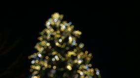 Decoración del mercado de la Navidad en la falta de definición de Estrasburgo defocused metrajes