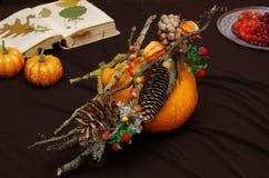 Decoración del otoño en una calabaza Foto de archivo libre de regalías