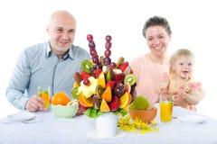 Decoración del ramo de la fruta en la mesa de comedor Imagen de archivo libre de regalías