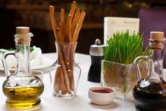 Decoración del restaurante de la tabla imagen de archivo