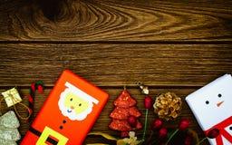 Decoración del saludo, de la Navidad con DIY santa y cajas del muñeco de nieve Imagen de archivo