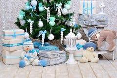 Decoración del sitio de la Navidad en colores del azul y de la menta Fotografía de archivo libre de regalías