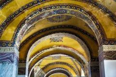Decoración del techo con la cruz cristiana original en el interior Fotografía de archivo libre de regalías