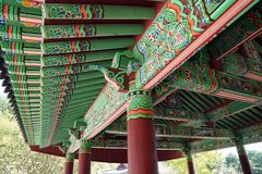Decoración del tejado del edificio tradicional coreano foto de archivo libre de regalías