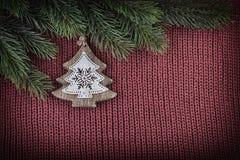 Decoración del vintage de la Navidad en fondo hecho punto lanas Foto de archivo libre de regalías