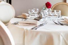 Decoración determinada de la tabla para los eventos y las bodas Fotos de archivo libres de regalías