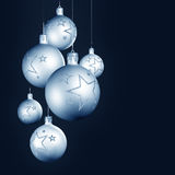Decoración elegante de la Navidad con las chucherías brillantes Fotografía de archivo libre de regalías