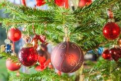 Decoración en el árbol de navidad Foto de archivo