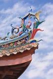 Decoración en el tejado de un templo budista, Xiamen, China Fotos de archivo