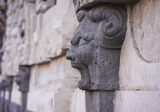 Decoración en la forma de un león en fachada de una Catania constructiva antigua, Sicilia, Italia imagen de archivo