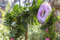 Decoración falsa rosada de la boda del flamenco con las flores del Anthurium y Imagen de archivo libre de regalías