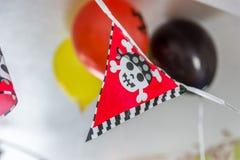 Decoración festiva de la bandera de los muchachos del cumpleaños interior del pirata Fotografía de archivo libre de regalías