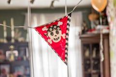 Decoración festiva de la bandera de los muchachos del cumpleaños interior del pirata Imagen de archivo libre de regalías
