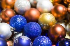 Decoración festiva de la Navidad, bolas de la Navidad, fondo Imagen de archivo libre de regalías
