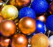 Decoración festiva de la Navidad, bolas de la Navidad, fondo Fotos de archivo libres de regalías