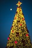 Decoración festiva del centro de ciudad de Tirana Foto de archivo libre de regalías