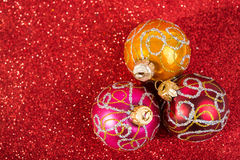 Decoración festiva del vintage de la Navidad, tres chucherías Foto de archivo libre de regalías