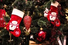 Decoración festiva en el árbol, la Navidad Imagen de archivo