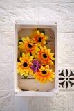 Decoración floral al lado de la puerta meridional Imagen de archivo
