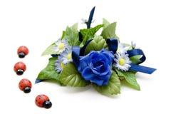 Decoración floral azul con el ladybug Fotos de archivo