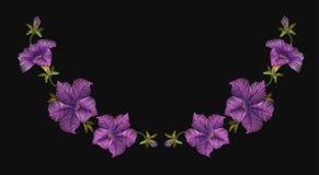 Decoración floral del escote de la petunia de la lana para bordar del bordado Ilustración del vector Imagen de archivo libre de regalías