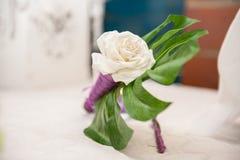 Decoración floral para la habitación del novio imagen de archivo libre de regalías
