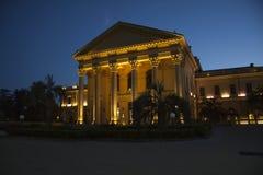 Decoración Griega De La Terraza Del Edificio Foto De Archivo