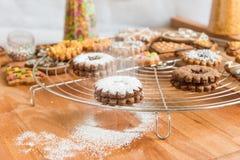 Decoración hecha en casa de las galletas de la Navidad fotos de archivo