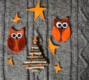 Decoración hecha a mano de la Navidad en fondo hecho punto caliente Concepto del Año Nuevo Tarjeta de Navidad del vintage con la  Fotografía de archivo libre de regalías