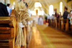 Decoración hermosa de la boda del centeno en una iglesia Fotos de archivo libres de regalías
