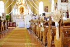Decoración hermosa de la boda del centeno en una iglesia Imágenes de archivo libres de regalías
