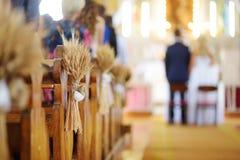 Decoración hermosa de la boda del centeno en una iglesia Fotografía de archivo libre de regalías