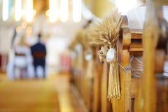 Decoración hermosa de la boda del centeno en una iglesia Imagen de archivo