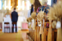 Decoración hermosa de la boda del centeno en una iglesia Fotografía de archivo