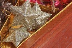 decoración hermosa de la Navidad del foco selectivo en backgroun del oro Fotografía de archivo libre de regalías